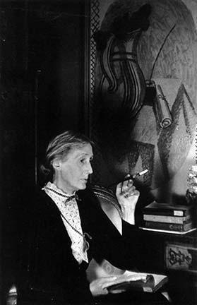 Virginia_Woolf_by_Gisele_Freund_Tavistock_1939_II
